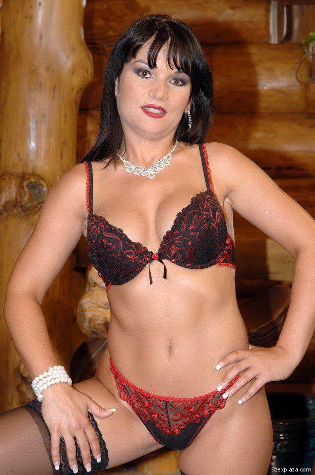 Mukics Csilla adult színésznő
